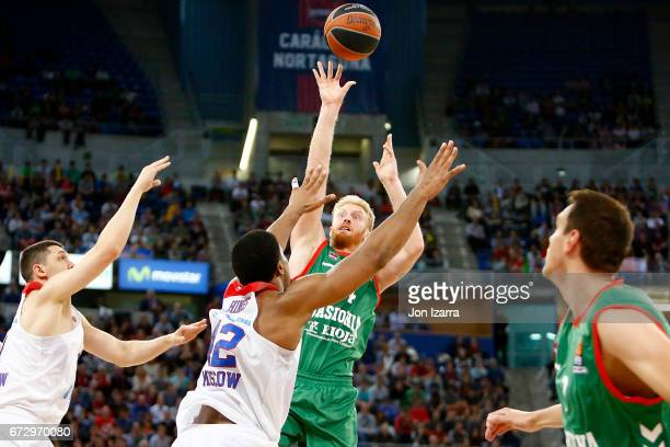 Chase Budinger #34 of Baskonia Vitoria Gasteiz in action during the 2016/2017 Turkish Airlines EuroLeague Playoffs leg 3 game between Baskonia...
