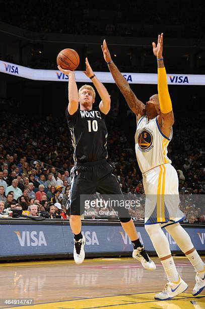 Chase Budinger of the Minnesota Timberwolves shoots against Marreese Speights of the Golden State Warriors on January 24 2014 at Oracle Arena in...