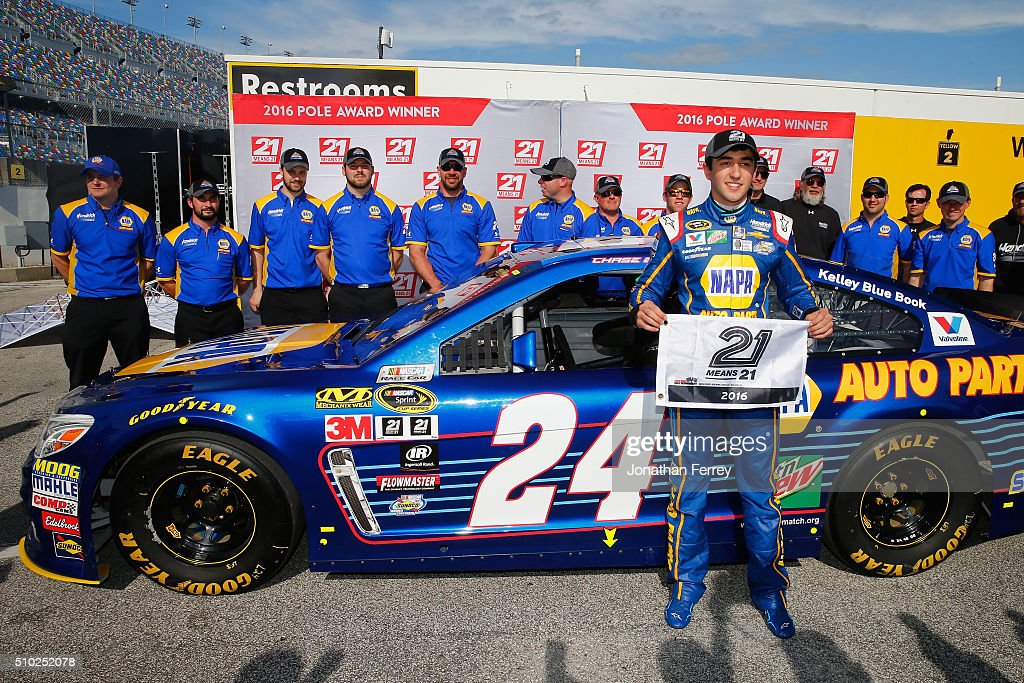 <a gi-track='captionPersonalityLinkClicked' href=/galleries/search?phrase=Chase+Elliott&family=editorial&specificpeople=3623017 ng-click='$event.stopPropagation()'>Chase Elliott</a>, driver of the #24 NAPA Auto Parts Chevrolet, poses with the 21 Means 21 Pole Award after qualifying for pole position in the NASCAR Sprint Cup Series Daytona 500 at Daytona International Speedway on February 14, 2016 in Daytona Beach, Florida.