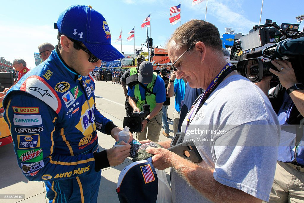 <a gi-track='captionPersonalityLinkClicked' href=/galleries/search?phrase=Chase+Elliott&family=editorial&specificpeople=3623017 ng-click='$event.stopPropagation()'>Chase Elliott</a>, driver of the #24 NAPA Auto Parts Chevrolet, signs autographs during practice for the NASCAR Sprint Cup Series Coca-Cola 600 at Charlotte Motor Speedway on May 28, 2016 in Charlotte, North Carolina.