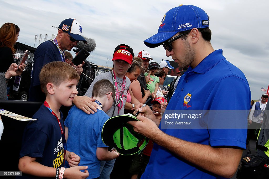 <a gi-track='captionPersonalityLinkClicked' href=/galleries/search?phrase=Chase+Elliott&family=editorial&specificpeople=3623017 ng-click='$event.stopPropagation()'>Chase Elliott</a>, driver of the #24 NAPA Auto Parts Chevrolet, signs autographs for fans at the driver's meeting prior to the NASCAR Sprint Cup Series Coca-Cola 600 at Charlotte Motor Speedway on May 29, 2016 in Charlotte, North Carolina.