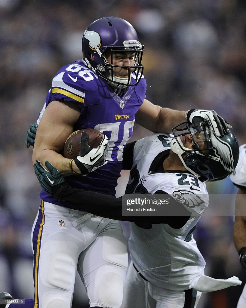 Chase Ford #86 of the Minnesota Vikings carries the ball against <a gi-track='captionPersonalityLinkClicked' href=/galleries/search?phrase=Patrick+Chung&family=editorial&specificpeople=2242933 ng-click='$event.stopPropagation()'>Patrick Chung</a> #23 of the Philadelphia Eagles during the fourth quarter of the game on December 15, 2013 at Mall of America Field at the Hubert H. Humphrey Metrodome in Minneapolis, Minnesota. The Vikings defeated the Eagles 48-30.