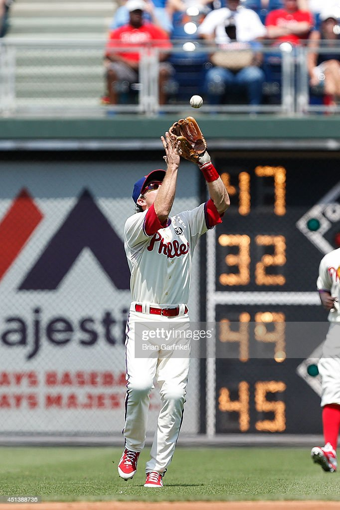 <a gi-track='captionPersonalityLinkClicked' href=/galleries/search?phrase=Chase+Utley&family=editorial&specificpeople=161391 ng-click='$event.stopPropagation()'>Chase Utley</a> #26 of the Philadelphia Phillies catches a fly ball hit by Gerald Laird #11 of the Atlanta Braves in the third inning of the first game of a doubleheader at Citizens Bank Park on June 28, 2014 in Philadelphia, Pennsylvania.