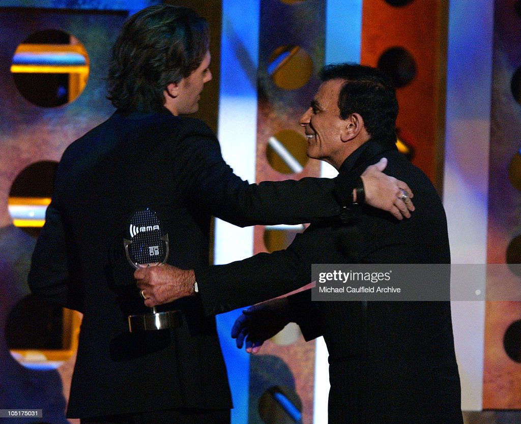 JC Chasez presents the Radio Icon Award to Casey Kasem at the 2003 Radio Music Awards