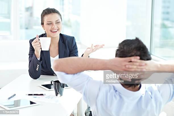 Discuter entre collègues