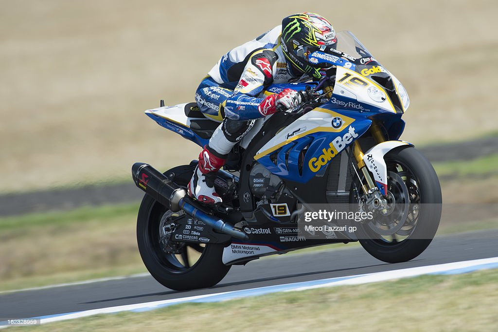 Chaz Davies of Great Britain and BMW Motorrad GoldBet SBK heads down a straight during qualifying practice ahead of the World Superbikes at Phillip Island Grand Prix Circuit on February 22, 2013 in Phillip Island, Australia.