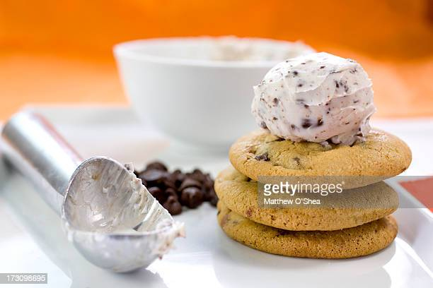 Chcoclate chip ice cream on chocolate chip cookies