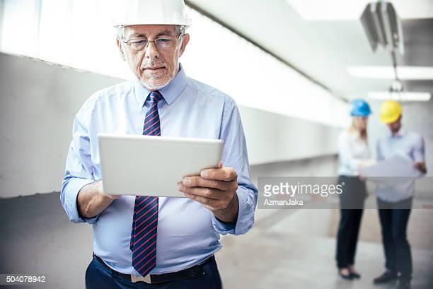 Pläne liegen vor, die auf digitale tablet.