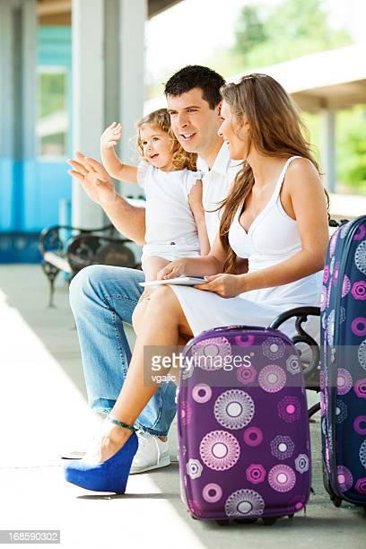 Allegra famiglia presso la Stazione ferroviaria di.