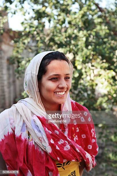 Joyeuse femme indienne