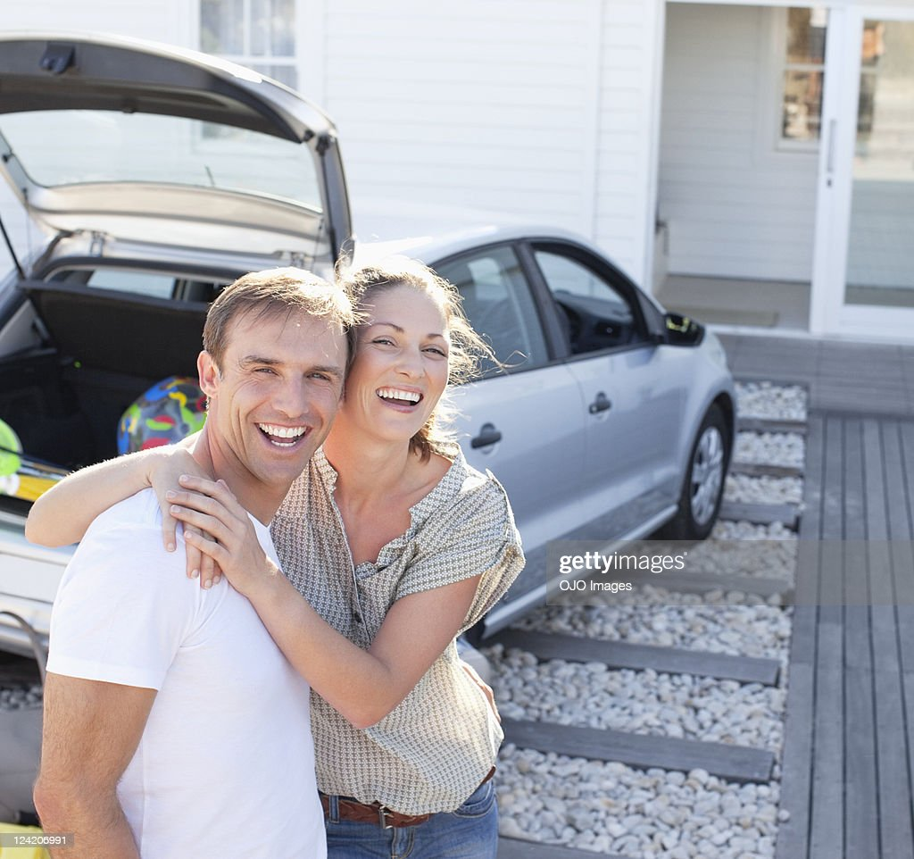 Cheerful mid adult couple embracing on vacation : Stock Photo