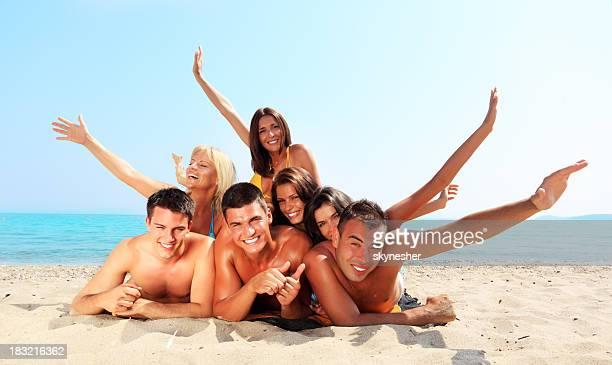 Joyeux profitant de la plage.