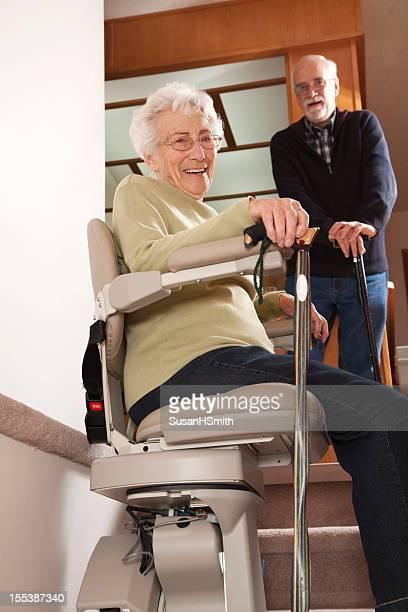 Joyeux les retraités avec Stairlift: Maison de retraite