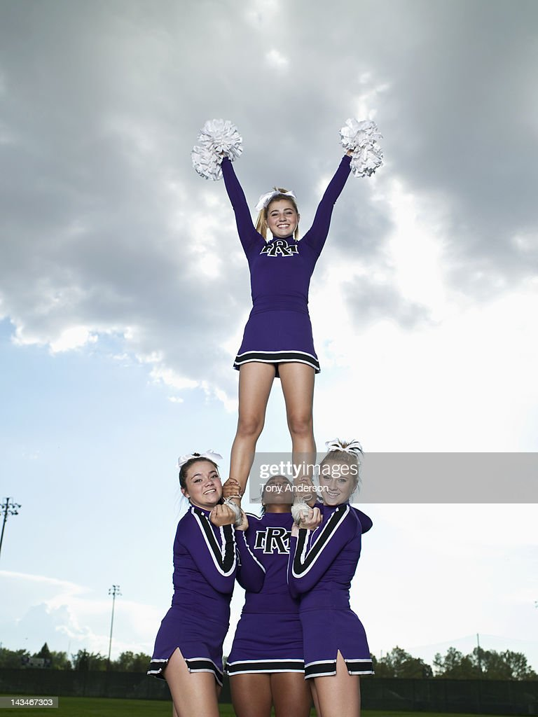 Cheerleaders in Pyramid Formation