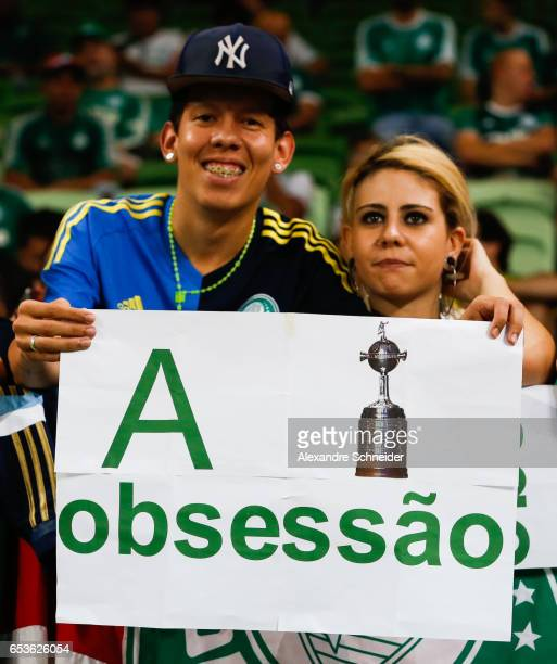 Cheers of Palmeiras in action before the match between Palmeiras of Brazil and Jorge Wiltersmann of Bolivia for the Copa Bridgestone Libertadores...