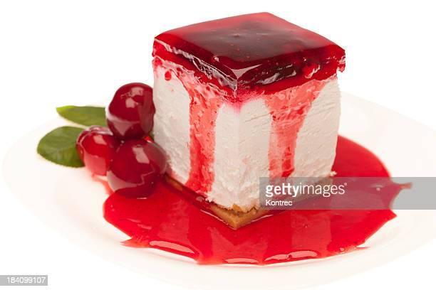 Gâteau au fromage avec une garniture de cerisier