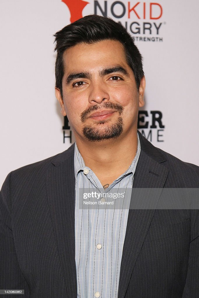 Chef <a gi-track='captionPersonalityLinkClicked' href=/galleries/search?phrase=Aaron+Sanchez+-+Chef&family=editorial&specificpeople=4478498 ng-click='$event.stopPropagation()'>Aaron Sanchez</a> attends the 'Hunger Hits Home' screening at the Hearst Screening Room on March 29, 2012 in New York City.