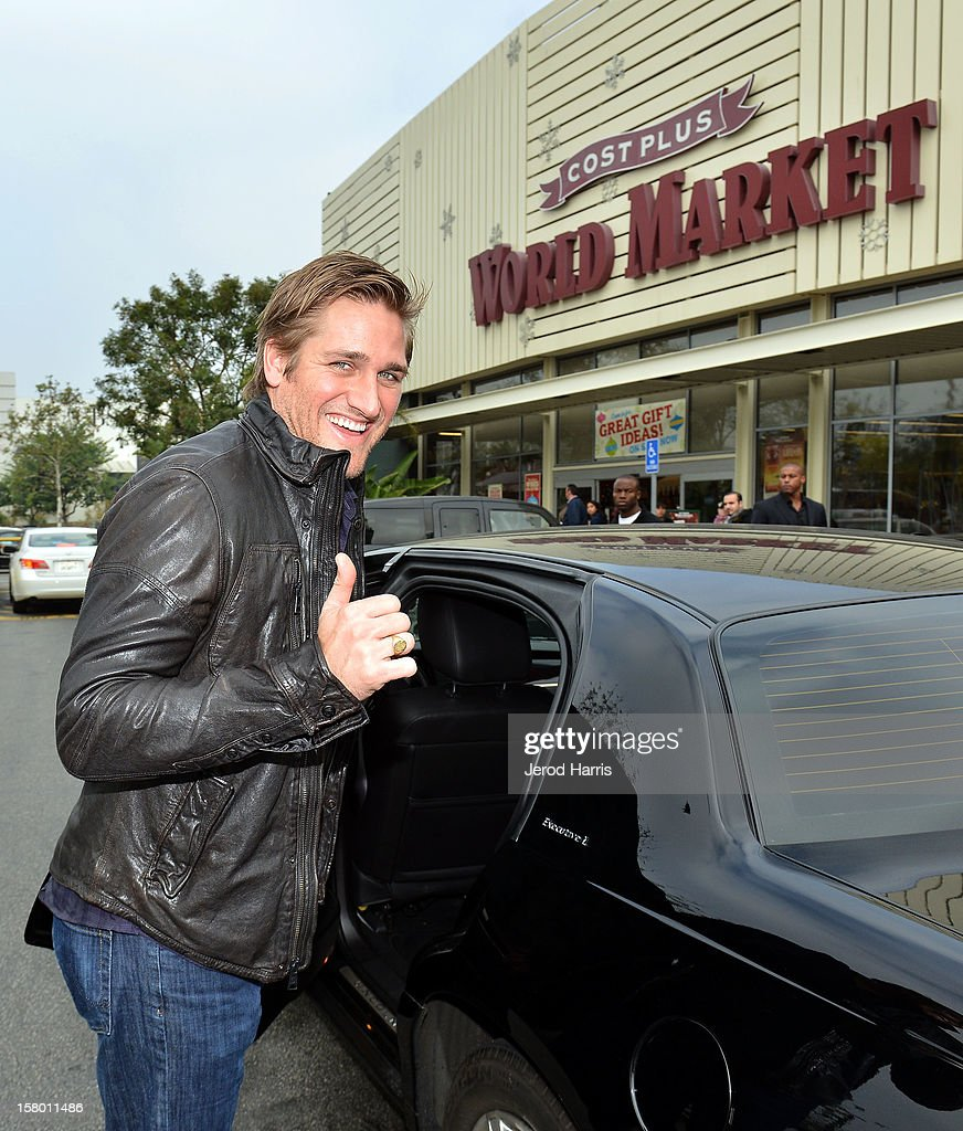 Chef <a gi-track='captionPersonalityLinkClicked' href=/galleries/search?phrase=Curtis+Stone&family=editorial&specificpeople=215291 ng-click='$event.stopPropagation()'>Curtis Stone</a> arrives at Cost Plus World Market's Share the Joy event at Cost Plus World Market on December 8, 2012 in Los Angeles, United States.