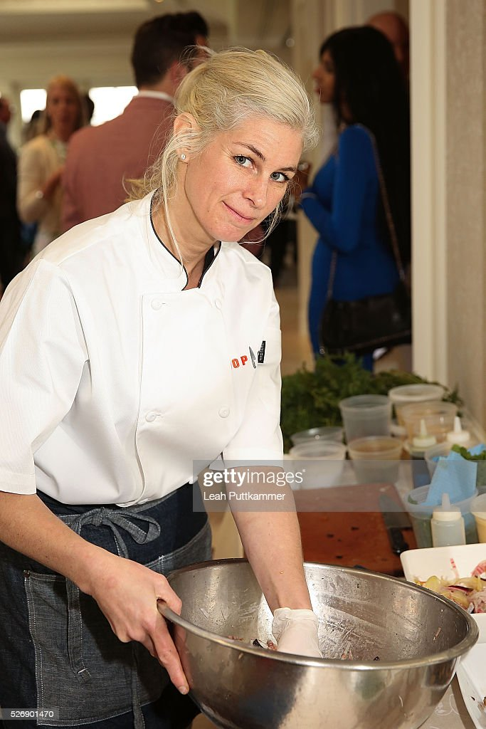 Chef Jennifer Carroll prepares a brunch dish at the 2016 Thomson Reuters Correspondents' Brunch at the Hay-Adams Hotel on May 01, 2016 in Washington, DC.