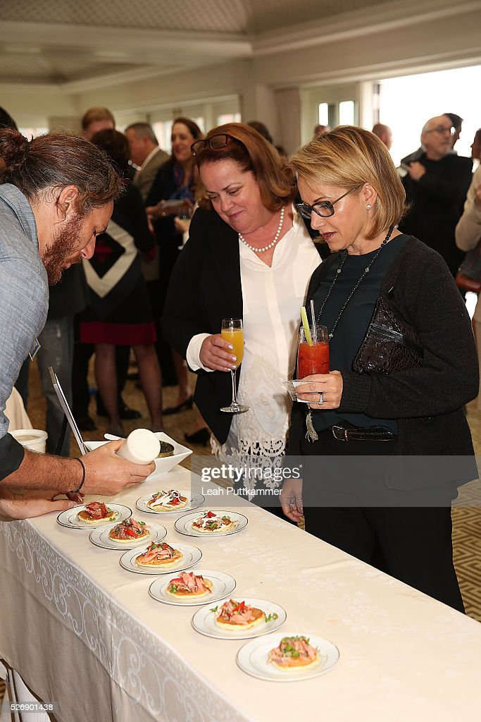 Chef Spike Mendelsohn (L) prepares a dish for actress <a gi-track='captionPersonalityLinkClicked' href=/galleries/search?phrase=Gabrielle+Carteris&family=editorial&specificpeople=243159 ng-click='$event.stopPropagation()'>Gabrielle Carteris</a> (R) and guest at the 2016 Thomson Reuters Correspondents' Brunch at the Hay-Adams Hotel on May 01, 2016 in Washington, DC.