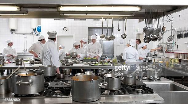 chef os formandos a preparar o jantar