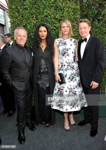 Chef Wolfgang Puck Gelila Assefa Puck producer Colleen Bell and Writer/producer Bradley Bell at the MOCA Gala 2017 honoring Jeff Koons at The Geffen...