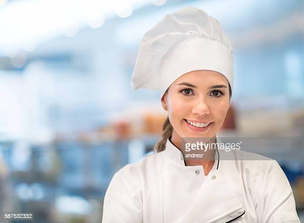 Chef cuisinier travaillant dans une cuisine commerciale