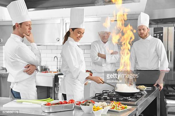Köche Flamme in der Küche