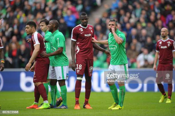 Cheick Tidiane Diabate of Metz and Loic Perin of Saint Etienne during the French Ligue 1 match between Saint Etienne and Metz at Stade...