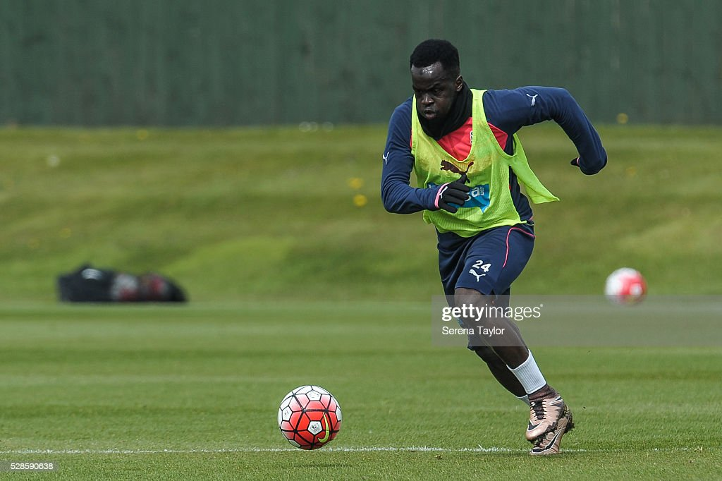 <a gi-track='captionPersonalityLinkClicked' href=/galleries/search?phrase=Cheick+Tiote&family=editorial&specificpeople=5490367 ng-click='$event.stopPropagation()'>Cheick Tiote</a> runs with the ball during the Newcastle United Training session at The Newcastle United Training Centre on May 6, 2016, in Newcastle upon Tyne, England.