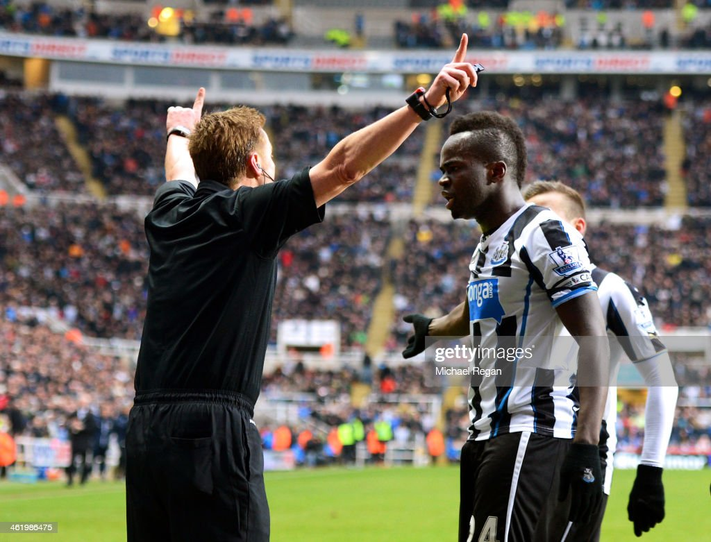Cheik Ismael Tiote of Newcastle remonstrates with Referee <a gi-track='captionPersonalityLinkClicked' href=/galleries/search?phrase=Mike+Jones+-+Referee&family=editorial&specificpeople=7275880 ng-click='$event.stopPropagation()'>Mike Jones</a> after his goal is disallowed for offside during the Barclays Premier League match between Newcastle United and Manchester City at St James' Park on January 12, 2014 in Newcastle upon Tyne, England.