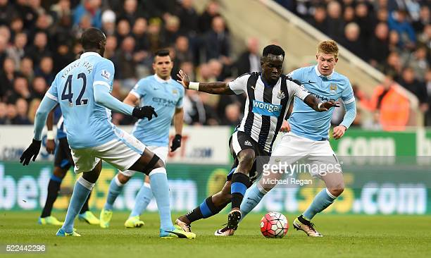 Cheik Ismael Tiote of Newcastle United goes past Yaya Toure and Kevin de Bruyne of Manchester City during the Barclays Premier League match between...