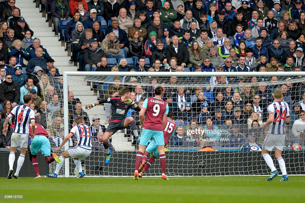 Cheikhou Kouyate of West Ham United scores a goal to make the score 0-1 during the Barclays Premier League match between West Bromwich Albion and West Ham United at The Hawthorns on April 30, 2016 in West Bromwich, United Kingdom.