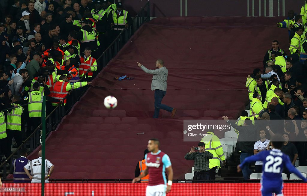 chelsea-fan-gets-past-the-police-line-an