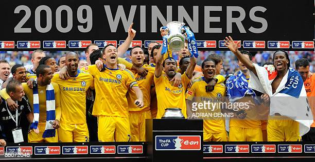 Chelsea footballers celebrate with the FA Cup after beating Everton 21 in the final at Wembley in north Londonon May 30 2009 AFP PHOTO/ADRIAN DENNIS