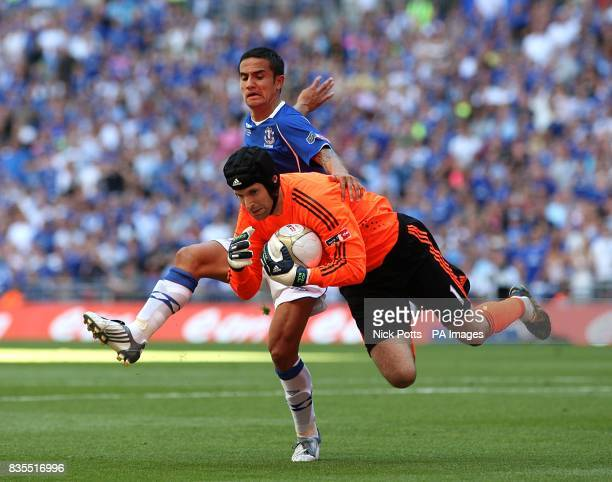 Chelsea goalkeeper Petr Cech and Everton's Tim Cahill battle for the ball