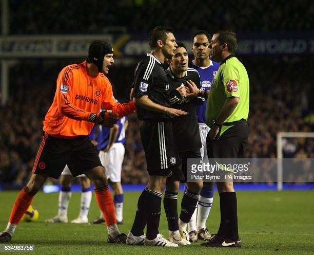 Chelsea goalkeeper Petr Cech Frank Lampard and Deco argue with referee Phil Dowd over a free kick