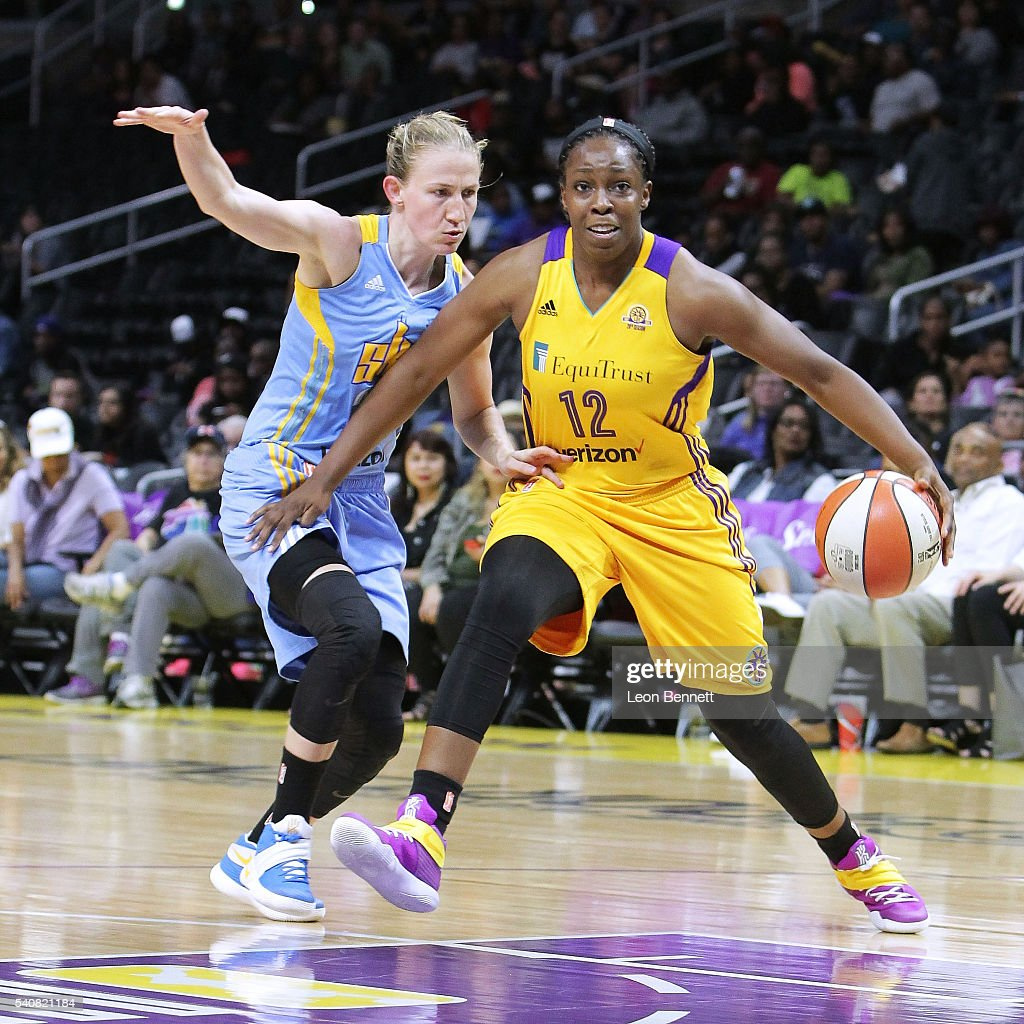 <a gi-track='captionPersonalityLinkClicked' href=/galleries/search?phrase=Chelsea+Gray&family=editorial&specificpeople=7420247 ng-click='$event.stopPropagation()'>Chelsea Gray</a> #12 of the Los Angeles Sparks handles the ball against <a gi-track='captionPersonalityLinkClicked' href=/galleries/search?phrase=Courtney+Vandersloot&family=editorial&specificpeople=7642430 ng-click='$event.stopPropagation()'>Courtney Vandersloot</a> #22 of the Chicago Sky during WNBA basketball game at Staples Center on June 14, 2016 in Los Angeles, California.