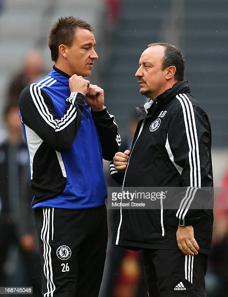 Chelsea Interim Manager Rafael Benitez talks to John Terry of Chelsea during a Chelsea training session ahead of the UEFA Europa League Final match...