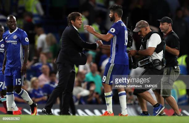 Chelsea manager Antonio Conte celebrates with Diego Costa after the final whistle