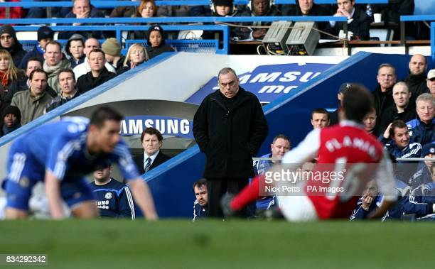 Chelsea manager Avram Grant looks on as Frank Lampard and Arsenal's Mathieu Flamini lay on the ground