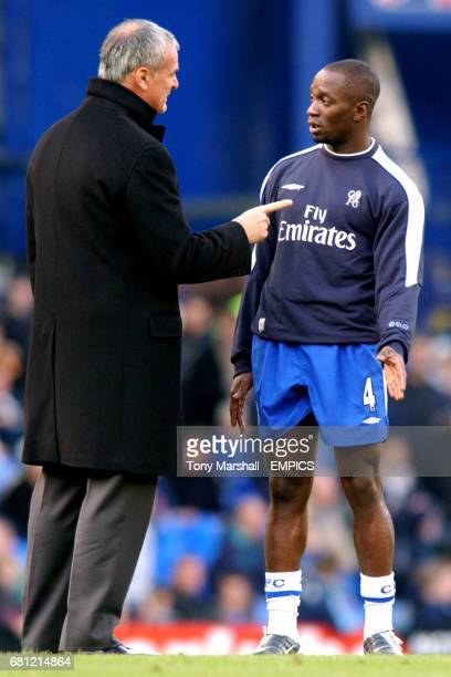 Chelsea manager Claudio Ranieri has words with Claude Makelele during the warm up