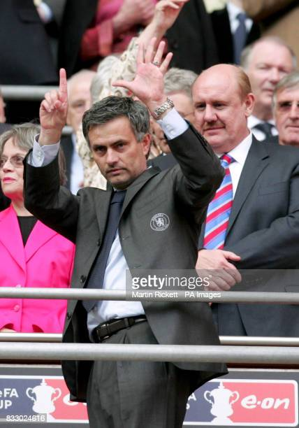 Chelsea manager Jose Mourinho reminds people how many trophy's he's won for Chelsea