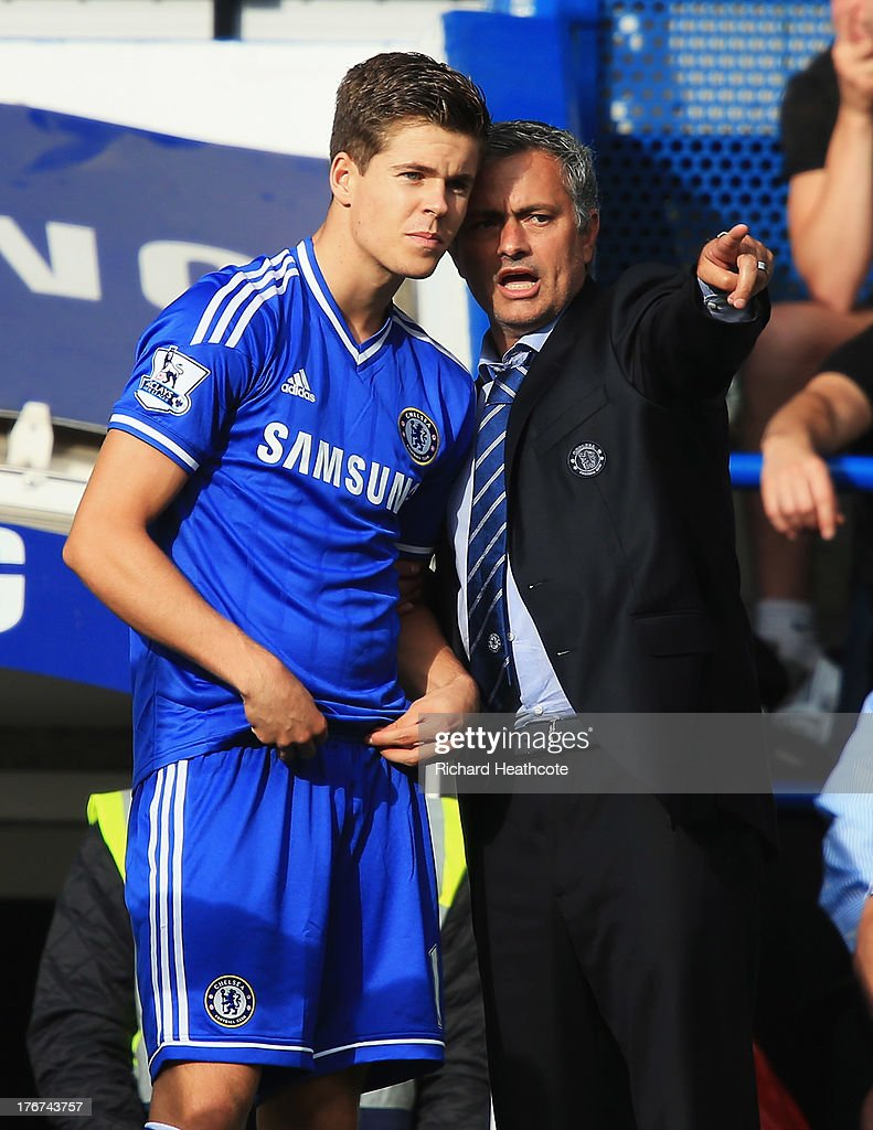 Chelsea manager Jose Mourinho talks to substitute Marco van Ginkel of Chelsea during the Barclays Premier League match between Chelsea and Hull City at Stamford Bridge on August 18, 2013 in London, England.