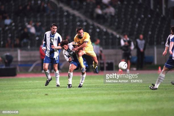Chelsea midfielder Dennis Wise battles for the ball with Hertha Berlin's Pal Dardai watched by Michael Preetz