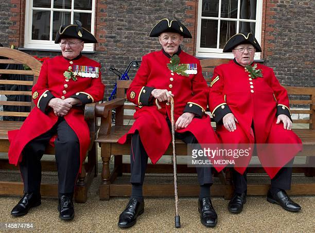 Chelsea Pensioners British veteren soldiers sit wearing their oak leaf sprigs during the annual Founder's Day Parade at the Royal Chelsea Hospital in...