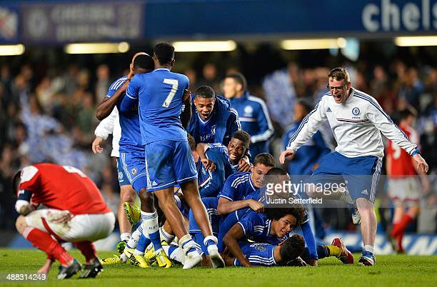 Chelsea players celebrate at the final whistle after winning the FA Youth Cup Second Leg match between Chelsea U18 and Fulham U18 at Stamford Bridge...