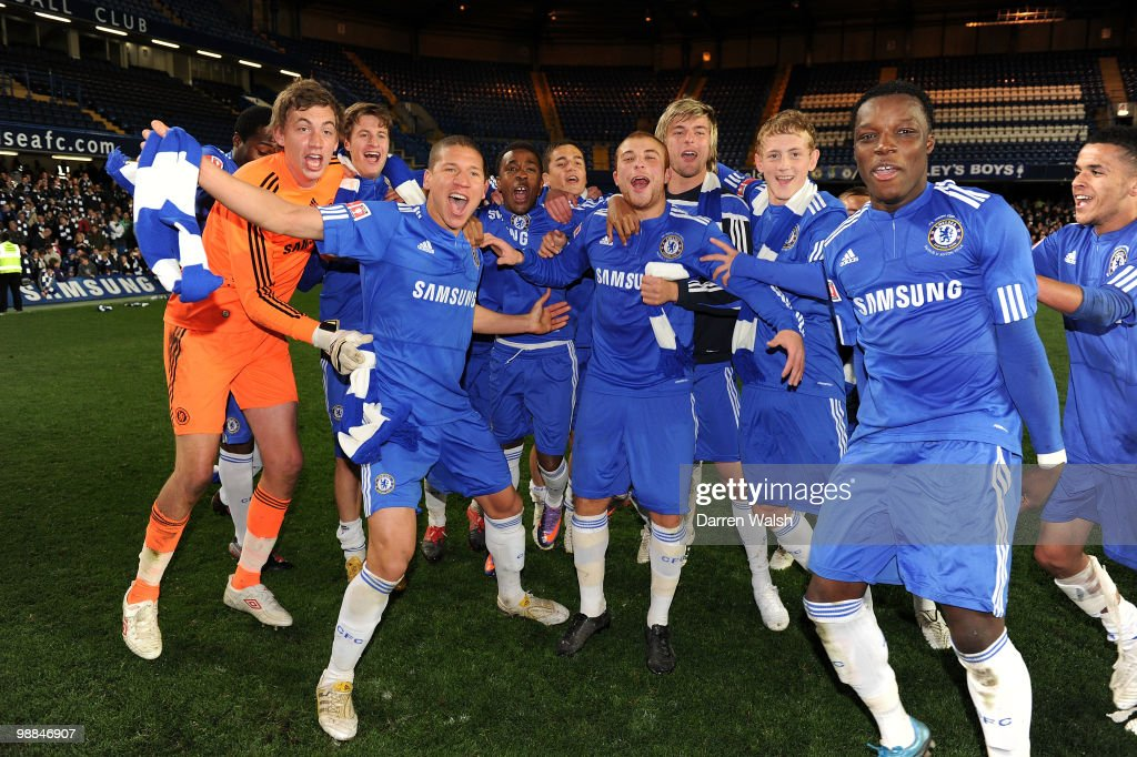 Chelsea youth team celebrate winning the FA Youth Cup Final 2nd leg match between Chelsea Youth and Aston Villa Youth at Stamford Bridge on May 4...
