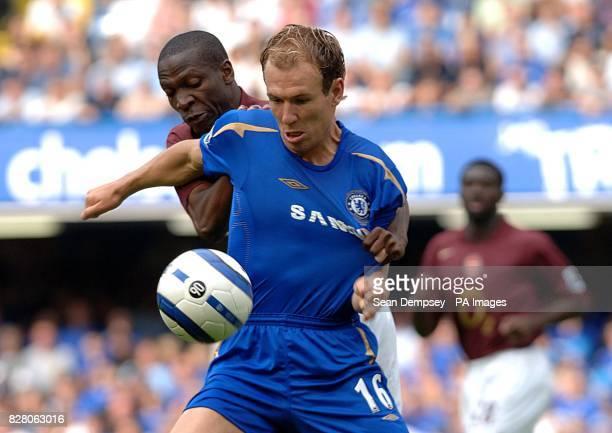Chelsea's Arjen Robben holds off Arsenal's Bisan Lauren