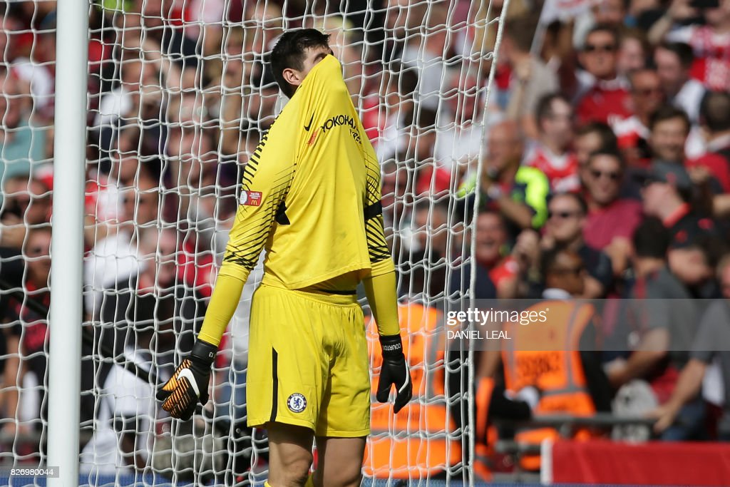 TOPSHOT - Chelsea's Belgian goalkeeper Thibaut Courtois reacts to conceding a goal during the shoot-out during the English FA Community Shield football match between Arsenal and Chelsea at Wembley Stadium in north London on August 6, 2017. Arsenal won 4-1 on penalties after the game ended 1-1. / AFP PHOTO / Daniel LEAL